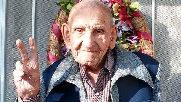 """""""Nemojte se PLAŠITI da BUDETE SVOJI"""" : 25 Životnih lekcija napisanih od strane stogodišnjeg čovjeka"""