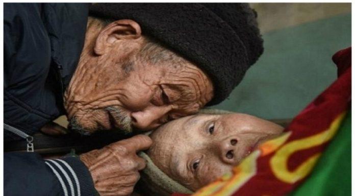 Ovo je prava ljubav : Ovaj čovjek je brinuo o svojoj paralizovanoj supruzi 56 godina