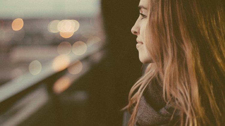 Ljudi vas NE PREZIRU, oni vam se DIVE : 6 Znakova da imate AUTENTIČNU ličnost