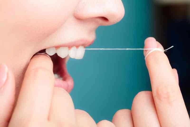 Kako da uklonite zubni kamenac sami uz ove namirnice