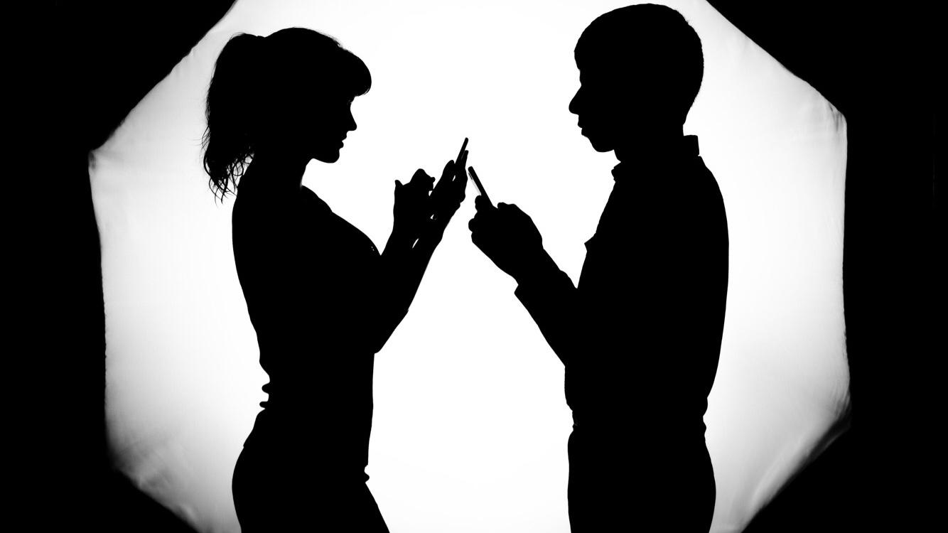 Psiholozi objašnjavaju zašto ne biste trebali pričati sa bivšima preko društvenih mreža