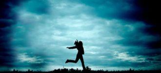 """""""Prestanite tražiti sreću na istom mjestu gdje ste je izgubili"""" – 25 citata koji će vas iščupati iz prošlosti"""