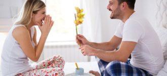 Pitali su muža da li mu je dosadila supruga nakon 10 godina braka – evo šta je odgovorio!
