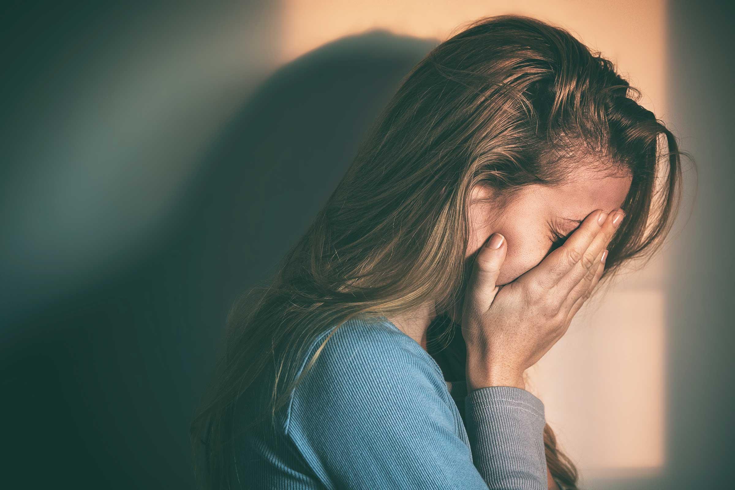 Ako primijetite OVIH 10 znakova vaš partner vas EMOCIONALNO zlostavlja