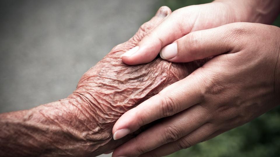 Srceparajuća priča : Poštujte vaše roditelje kada ostare , jer su i oni uvijek bili tu za vas
