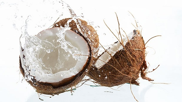 Nevjerovatne prednosti koje ćete dobiti od pijenja kokosove vode