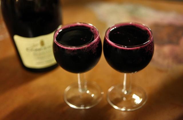 Konzumiranje alkohola je bolje (za dug život) od vježbanja – tvrde naučnici.